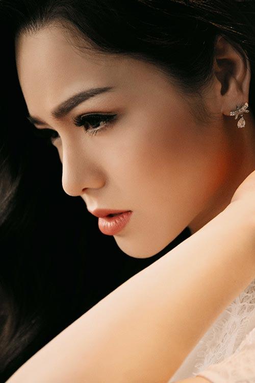 """Nhật Kim Anh đẹp mơ màng, gợi cảm """"gái một con""""-1"""