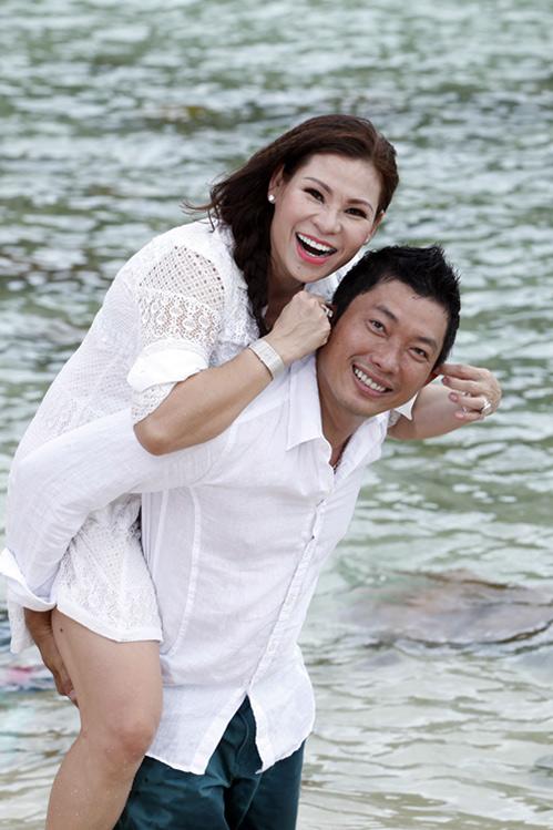 Kinh Quốc kết hôn lần 2 với vợ doanh nhân bằng tuổi-7