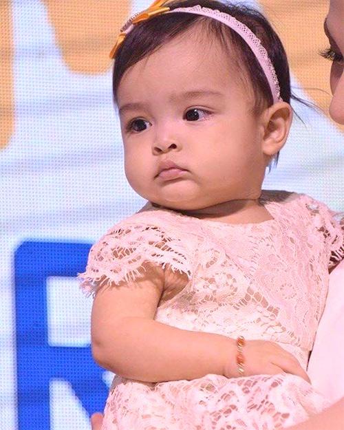 """con gai my nhan dep nhat philippines """"mat lanh"""" khi lan dau ra mat cong chung - 1"""
