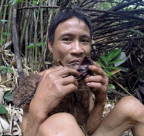 'nguoi rung' ho van lang len bao nuoc ngoai, viet nen cau chuyen that ve tarzan - 3