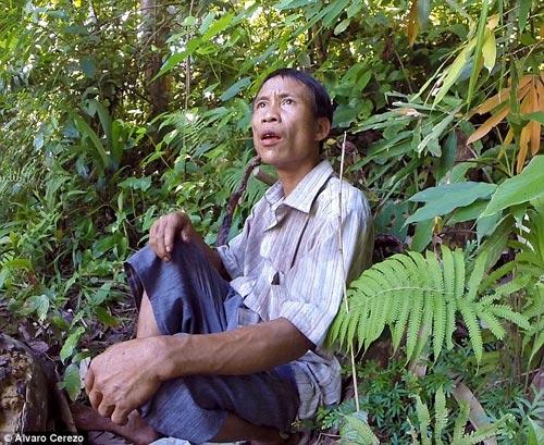 'nguoi rung' ho van lang len bao nuoc ngoai, viet nen cau chuyen that ve tarzan - 6