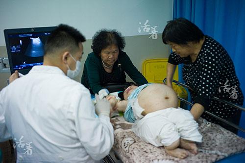 chuyen mang bau, sinh con cua 3 ba me tat nguyen lay dong trieu trai tim - 2