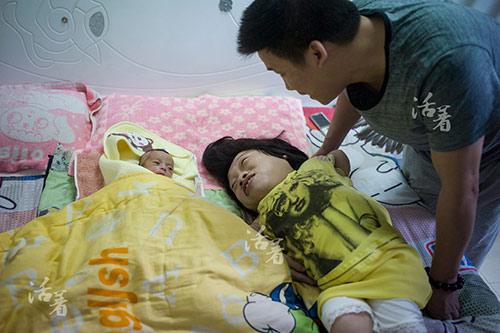 chuyen mang bau, sinh con cua 3 ba me tat nguyen lay dong trieu trai tim - 4