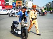 Tin tức - Phạt xe máy điện: Dân bất ngờ