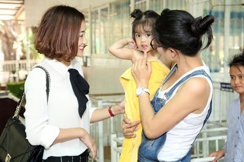 """maya bat ngo duoc fan to chuc sinh nhat, dong vien tinh than """"bim sua"""" - 5"""