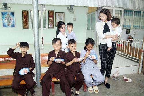 """maya bat ngo duoc fan to chuc sinh nhat, dong vien tinh than """"bim sua"""" - 11"""