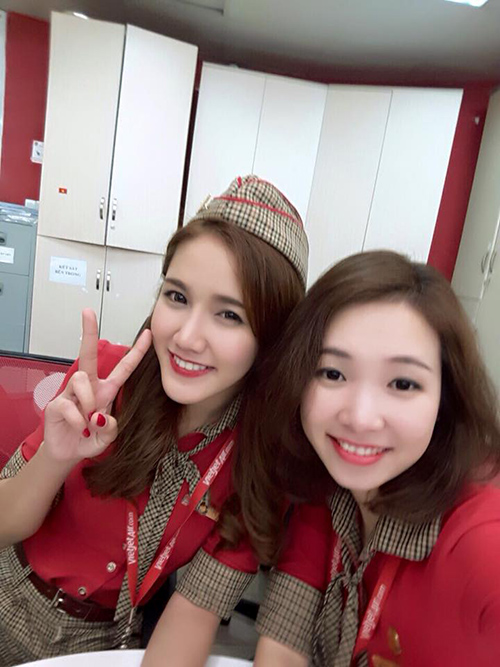 "su that nhan sac nu tiep vien hang khong bi ""chup len"" gay sot cong dong mang - 5"