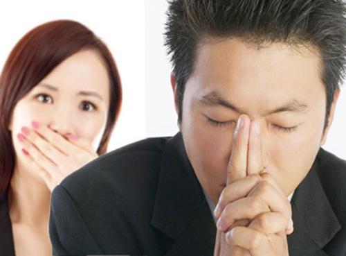 thang nao cung phai vay tien vi chong si dien, no nhu 'thanh song' - 1