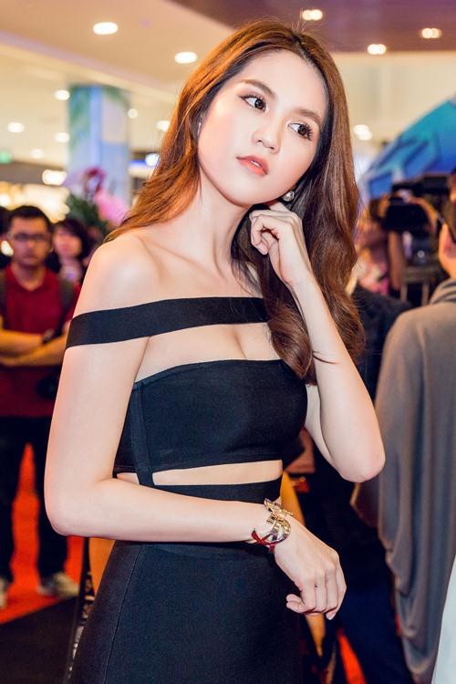 ngoc trinh dien vay sexy den chuc mung thai hoa - 10