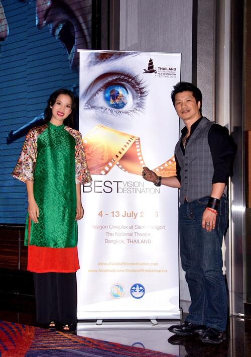 dustin nguyen - bebe pham tay trong tay du festival film tai thai lan - 9