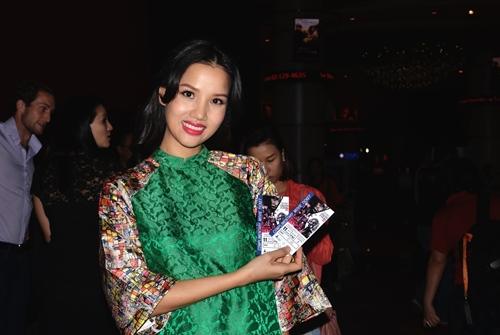 dustin nguyen - bebe pham tay trong tay du festival film tai thai lan - 10