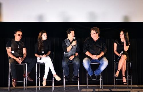 dustin nguyen - bebe pham tay trong tay du festival film tai thai lan - 12