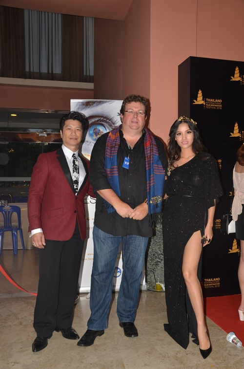 dustin nguyen - bebe pham tay trong tay du festival film tai thai lan - 3