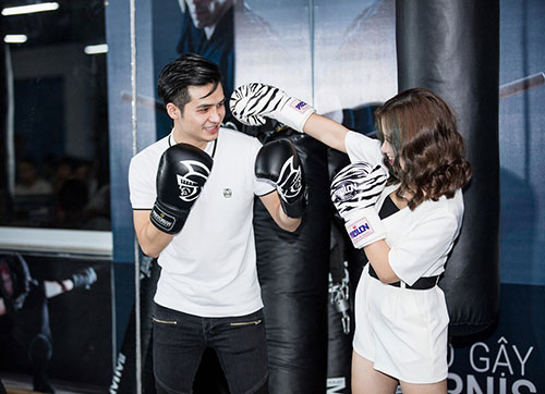 "duong hoang yen moi la voi hinh anh ""boxing girl"" ben ban trai - 2"
