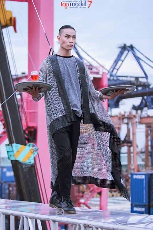 viet nam next top model: thi sinh khoc nhu mua trong thach thuc chup anh tren khong - 12