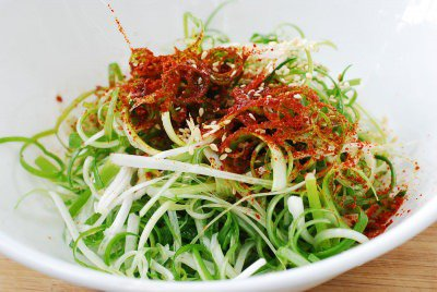 chi vai phut la co ngay salad hanh la tuoi ngon - 4