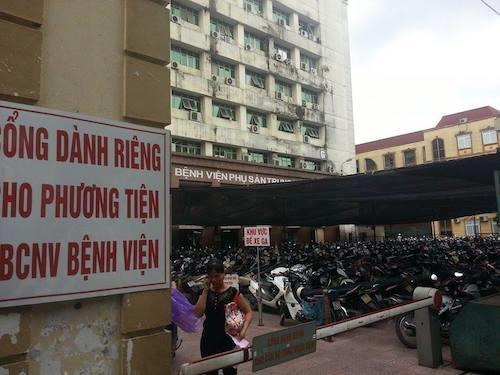 """bo truong tien: """"bai gui xe chat, gia gui xe cao, giam doc benh vien phai chiu trach nhiem"""" - 1"""