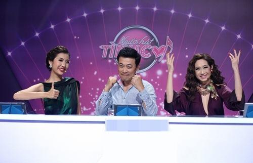 """a hau thuy van tao bao khoe tron lung tran tren """"ghe nong"""" - 9"""