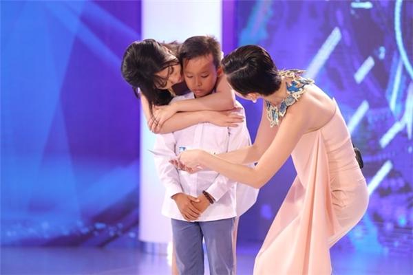 "toc tien tuc gian khi khan gia ""nem da"" ket qua vietnam idol kids - 2"