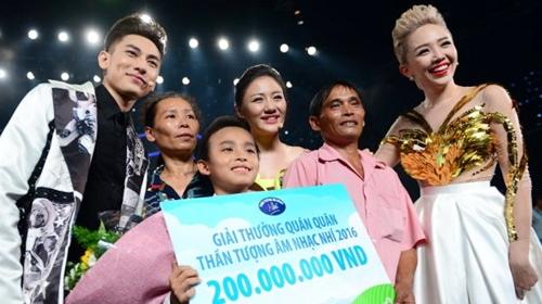 "toc tien tuc gian khi khan gia ""nem da"" ket qua vietnam idol kids - 1"