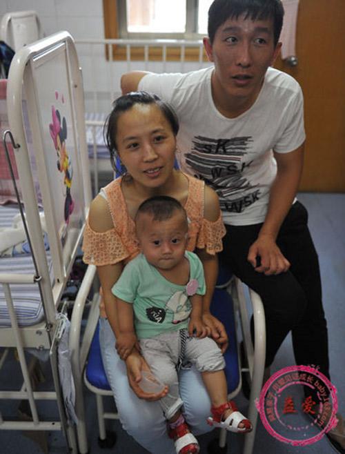 nhung dua tre sinh ra khong duoc an bang mieng - 9