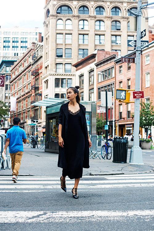 street style cuon hut cua mau thuy tren duong pho new york - 10