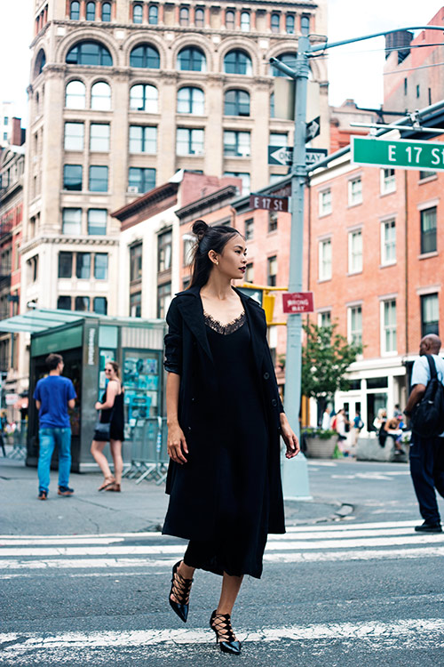 street style cuon hut cua mau thuy tren duong pho new york - 11