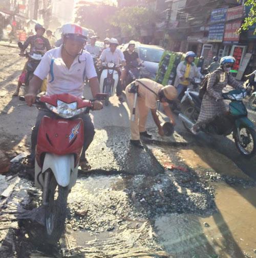 hanh dong bat ngo cua csgt duoi nang nong gay sot mang - 4