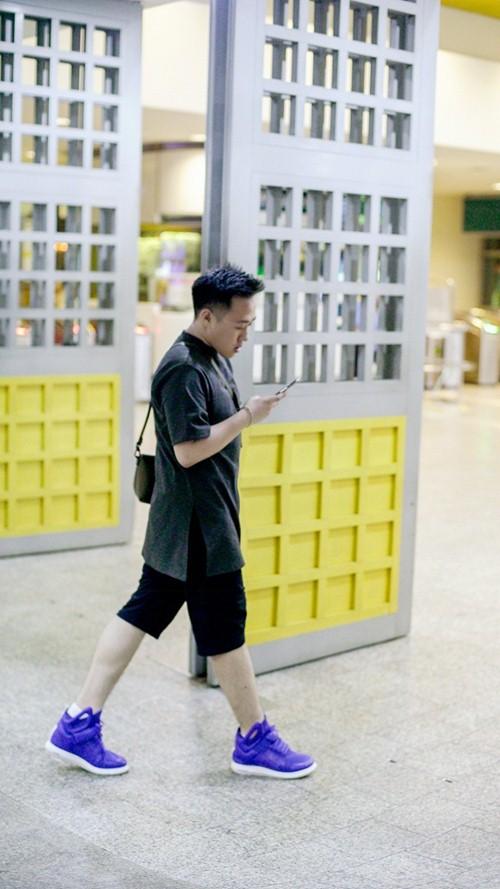 """""""thanh mua"""" trung quan sang singapore 1 tuan de quay mv - 2"""