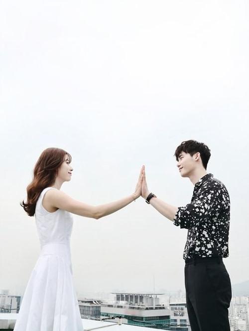 """het tat, han hyo joo lai nhao toi hon lee jong suk trong """"hai the gioi"""" - 1"""