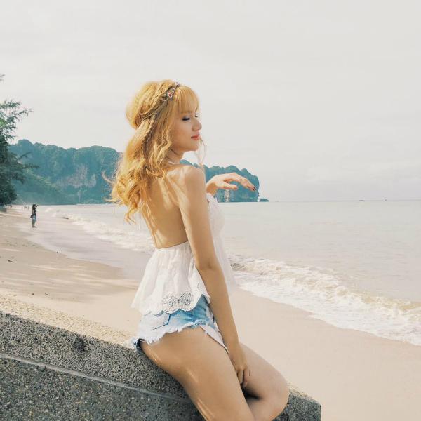 """huong giang idol kheo chon do khoe than hinh sexy hon ca """"gai xin"""" - 1"""