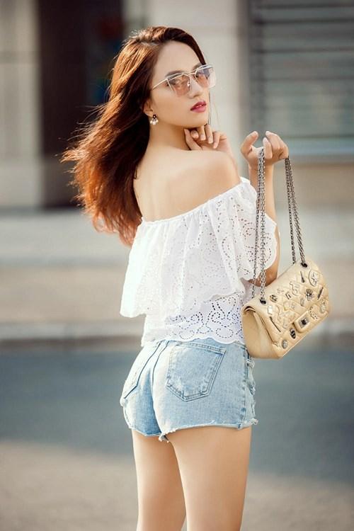 """huong giang idol kheo chon do khoe than hinh sexy hon ca """"gai xin"""" - 3"""