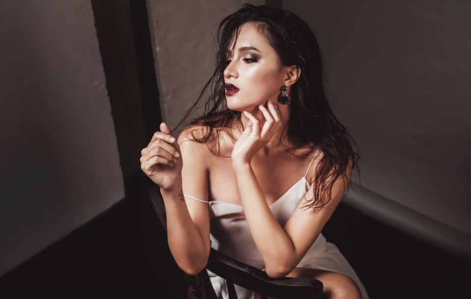 """huong giang idol kheo chon do khoe than hinh sexy hon ca """"gai xin"""" - 6"""