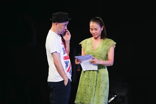 "thu minh thanh lich lam ""co giao"" cho thi sinh vietnam idol - 4"