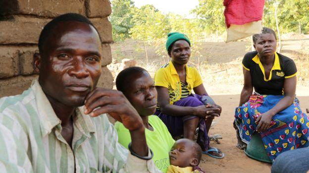 """tuc ky la o malawi: thue nguoi dua con gai """"vao doi"""" - 4"""
