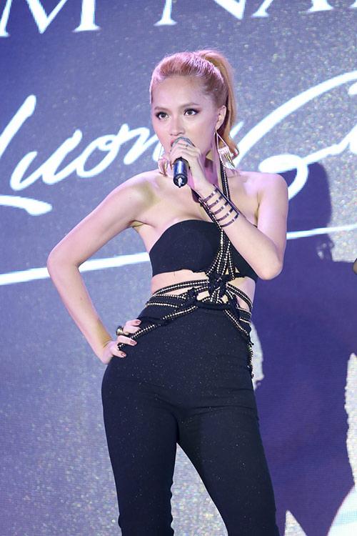 "huong giang idol thay doi ""chong mat"" ve ngoai hinh - 7"
