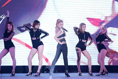 "huong giang idol thay doi ""chong mat"" ve ngoai hinh - 6"