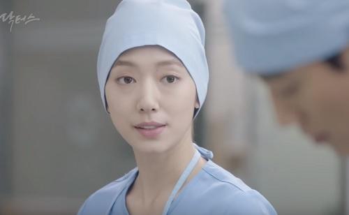 "chuyen tinh bac si tap 12: ""bong mat"" voi nu hon thu 2 cua kim rae won - park shin hye - 6"