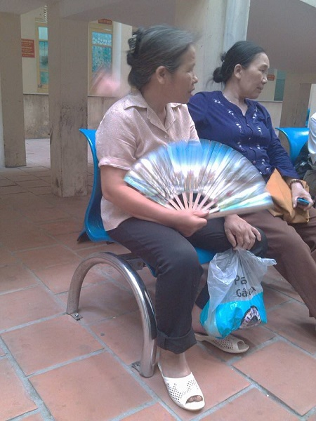 benh nhan phai dong truoc 220 nghin moi duoc di ve sinh o benh vien - 1
