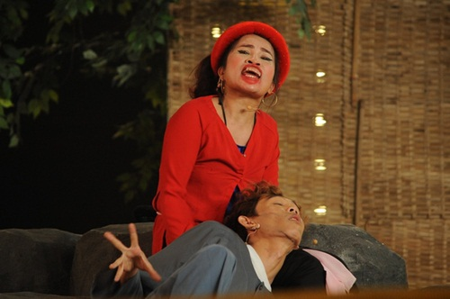 """dau truong tieu lam: le thi dan """"gay choang"""" khi to truong giang co tinh y voi minh - 1"""