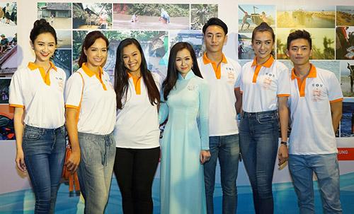 """pham huong lan dau xuat hien cung hoc tro sau """"bao"""" the face - 13"""