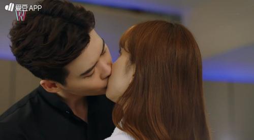 """hai the gioi"" tap 3: lee jong suk ban han hyo joo sau khi hon tham thiet - 1"