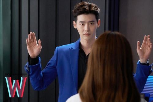 """hai the gioi"" tap 3: lee jong suk ban han hyo joo sau khi hon tham thiet - 4"