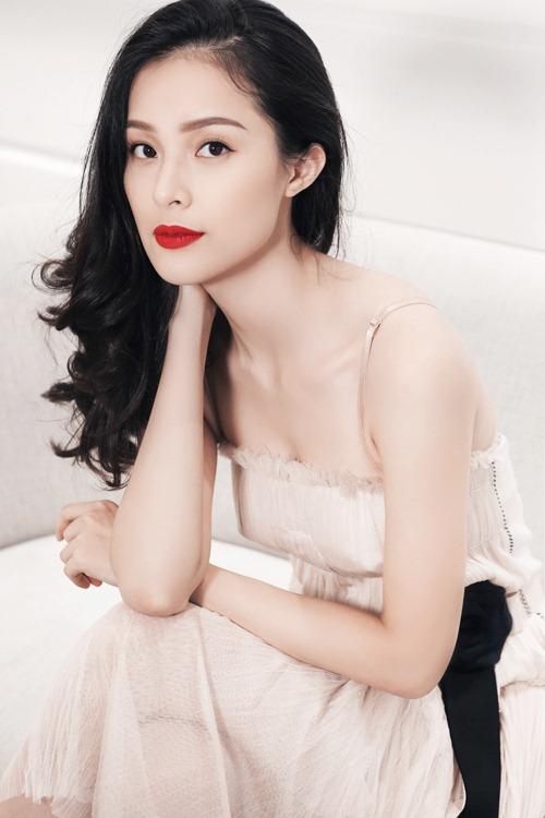 """lan khue dua dan """"ga chien"""" di dai nao san catwalk - 9"""