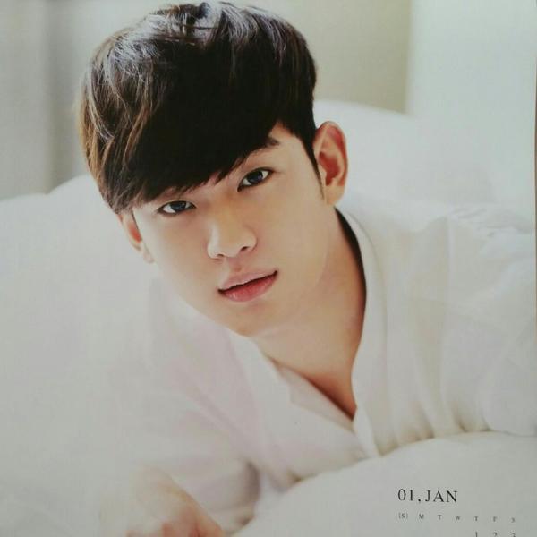 "ngoi sao 24/7: song joong ki ""danh bai"" kim soo hyun la sao hot nhat xu dai - 2"