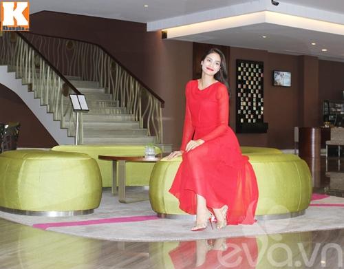 "pham huong lan dau tiet lo ve moi quan he voi lan khue sau on ao ""chat chem"" - 3"