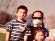 Làm mẹ - Bà mẹ 12 năm mang khẩu trang giấu gương mặt đáng sợ để được bên con