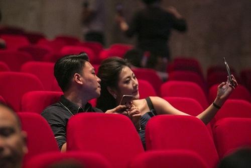 """bo me ha ho cung pham huong, lan khue di ung ho liveshow """"love songs"""" - 10"""