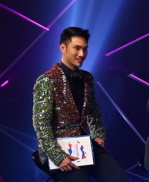 viet nam next top model: ly qui khanh mac ao dinh ten minh, ngam khoe the luc - 2