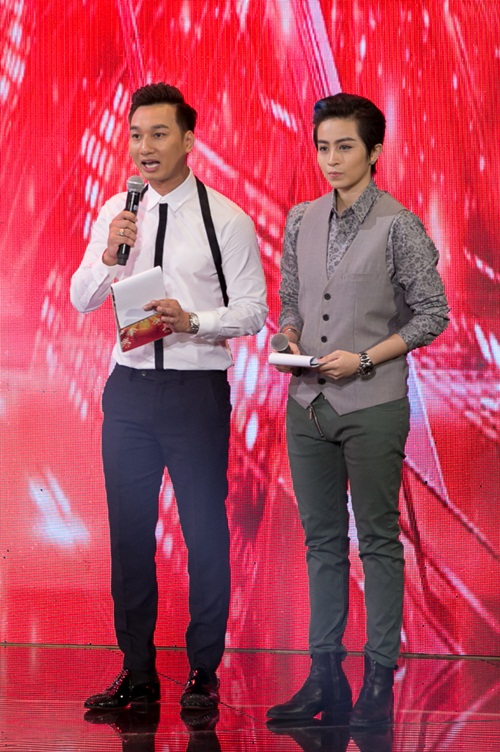 """x-factor: 4 giam khao cuoi guong tren """"ghe nong"""" sau 1 tuan lum xum cai nhau - 2"""